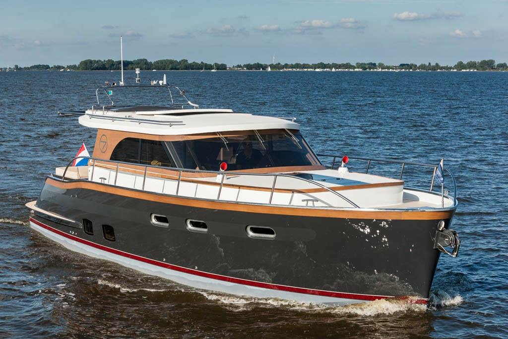 яхта Aquanaut Majestic
